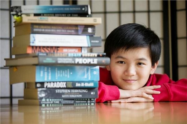 Thần đồng Toán học Tristan Pang trở thành sinh viên Đại học Auckland (New Zealand) năm 12 tuổi. Sau đó, nam sinh 14 tuổi này thành lập trang web Tristan's Learning Hub, cung cấp các bài giảng miễn phí cho học sinh. Ảnh: Innovationcorps.org.