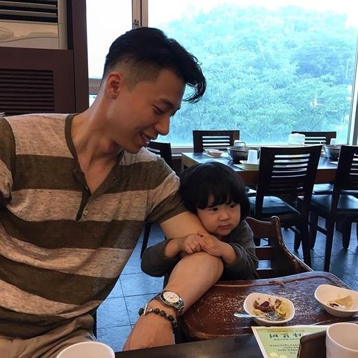Người bố đơn thân này luôn mong muốn làm những điều tốt nhất cho con gái của mình.