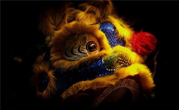 Đầu lân sư tử được trang trí theo trí tưởng tượng trong dân gian. Ảnh: Nguyễn Mậu Hiền