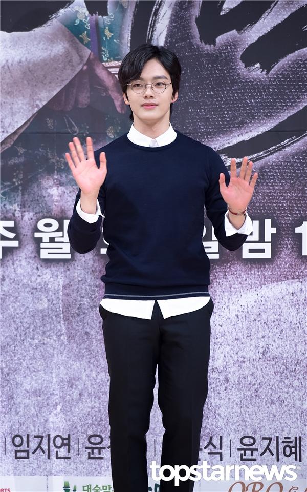 """""""Ma nữ"""" Kim So Hyun muốn được """"yêu lại"""" Yeo Jin Goo"""