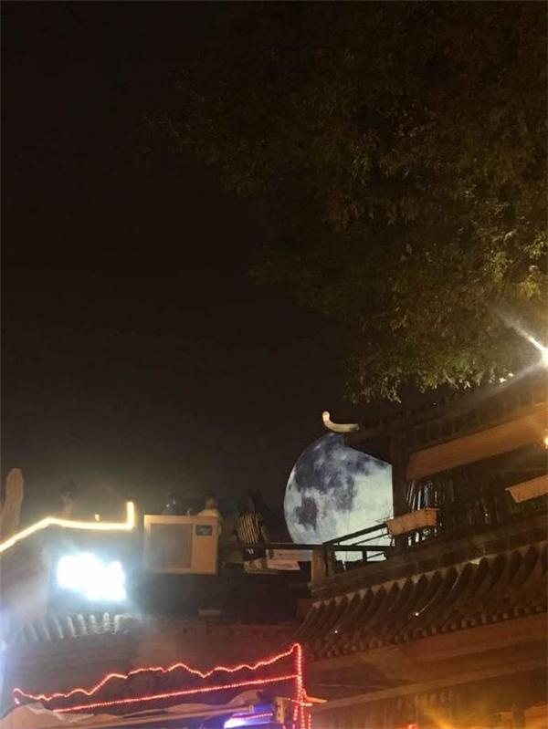 """Những hình ảnh về buổi ngắm trăng đặc biệt nhất Trung Quốc này khiến cộng đồng Weibo """"phát cuồng"""".(Ảnh: Weibo)"""
