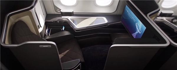 Ngoài ra, mỗi ghế còn được trang bị 2 cổng USB và một tủ cá nhân có gương để hành khách chỉnh trang y phục. Được biết, vé một chiều từ London đến New Delhi trên khoang hạng nhất này có giá 5.000 đô (khoảng 111 triệu đồng).(Ảnh: Business Insider)