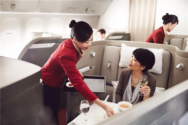 Với giá 28.000 đô/vé khứ hồi (khoảng 622 triệu đồng), hành khách có thể tận hưởng mọi dịch vụ tốt nhất của khoang hạng nhất Cathay Pacific.(Ảnh: Business Insider)