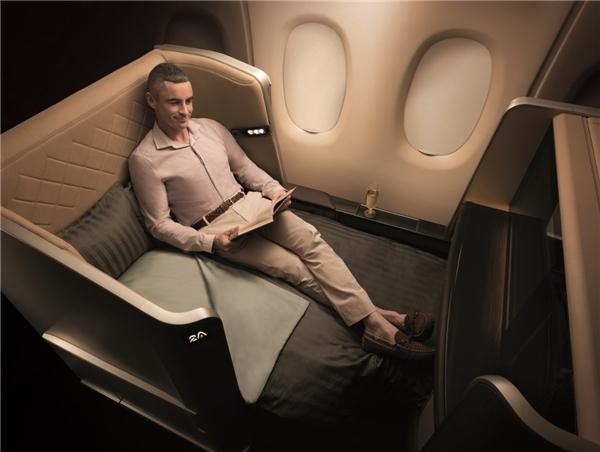 Và nếu bạn không buồn ngủ, hãy đọc sách cùng chiếc ghế sofa thoải mái này.(Ảnh: Business Insider)