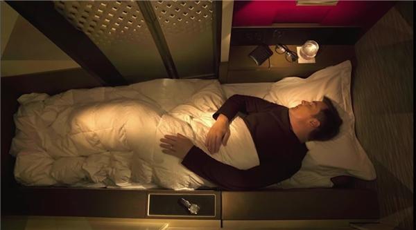 """Etihad – hãng hàng không quốc gia của các Tiểu vương quốc Ả Rập thống nhất có khá nhiều lựa chọn cao cấp cho các """"thượng đế"""". Gói dịch vụ cao cấp nhất có tên gọi Apartment - 30.000 đô la/một chiều (khoảng 660 triệu đồng) có đầy đủ mọi tiện nghi, từ ghế sofa, giường, đến phòng tắm riêng.(Ảnh: Business Insider)"""