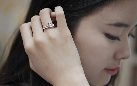 Bật mí ý nghĩa mỗi ngón tay đeo nhẫn theo cách của người Hàn