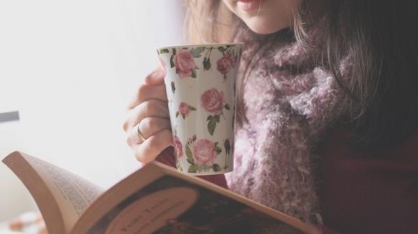 Thói quen đọc sách sẽ giúp bạn dễ ngủ hơn.