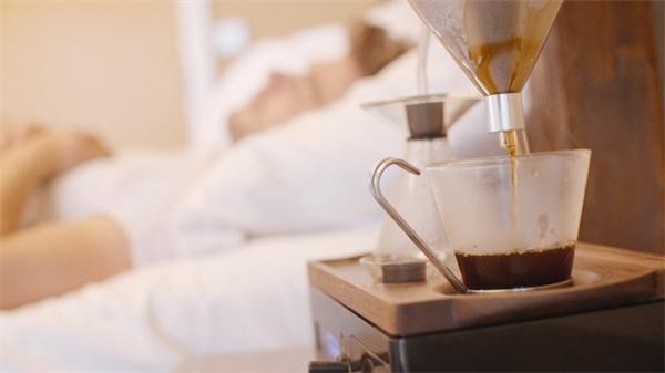 Hãy hẹn giờ cho một li cà phê vào sáng sớm, bạn sẽ dễ dàng tỉnh giấc.