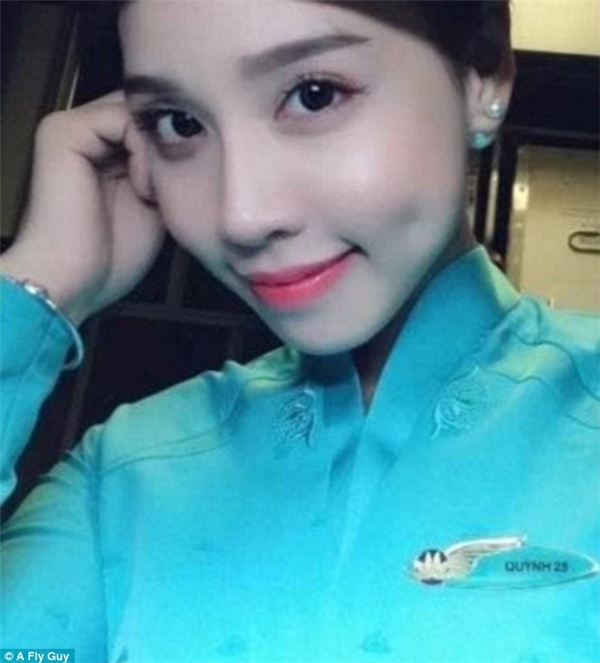 Vẻ đẹp trong sáng của nữ tiếp viên hàng không đến từ hãng Vietnam Airlines.