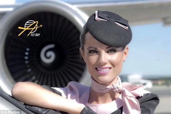 Nữ tiếp viên hàng không người Tây Ban Nha với vẻ đẹp có phần giản dị.