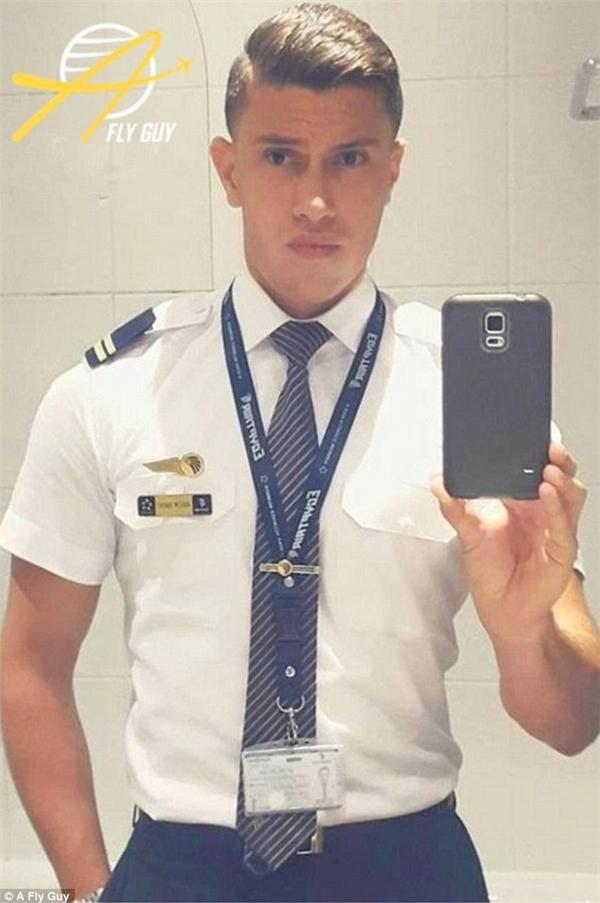 Với vẻ ngoài quyến rũ, chắc chắn anh chàng tiếp viên hàng không của hãng EgyptAir đã có rất nhiều fan hâm mộ.
