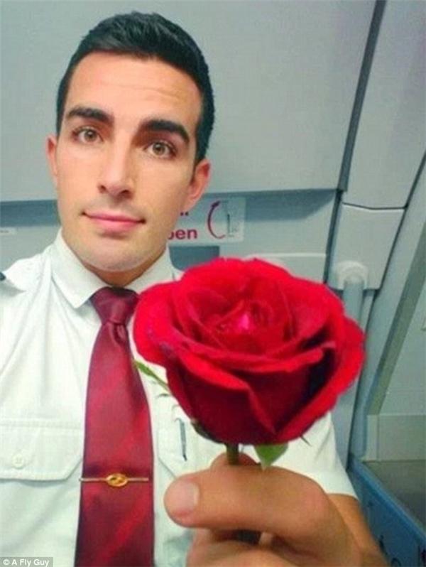 Anh chàng đẹp trai của hãng hàng không Avianca Brazil.