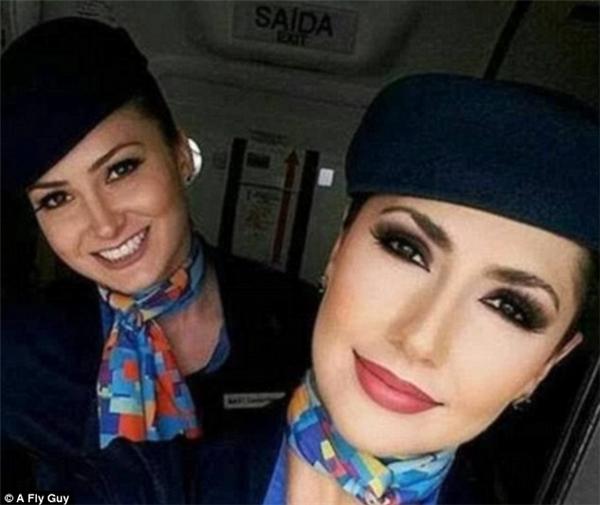 Gương mặt xinh đẹp với chiếc mũi thẳng tắp của tiếp viên hàng không hãng Azul Brazilian Airlines.