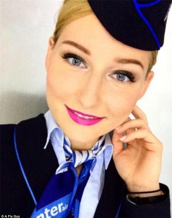 Một gương mặt thanh tú đến từ hãng hàng không Polish Enter Air của Ba Lan.