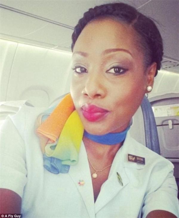Nữ tiếp viên hàng không của hãng LIAT tại Antigua.