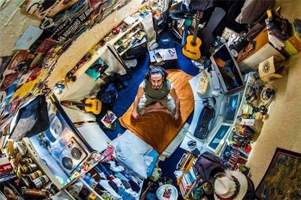 Loạt ảnh thể hiện hi vọng, ước mơ, cách sống, văn hóa của nhiều thế hệ của nhiều quốc gia với khác biệt khá rõ ràng. Trong ảnh là phòng số 24 của Josheph tại Paris, Pháp.