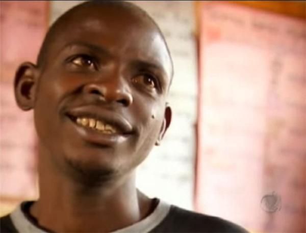 John Ssebunya hiện đang sống ở nước Anh cùng với bố mẹ nuôi.
