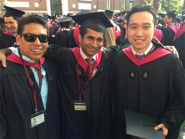 Với sinh viên nghèo tại Harvard, tấm bằng tốt nghiệp là cơ hội để họ thoát khỏi cuộc sống bấp bênh. Ảnh: Poets and Quants.