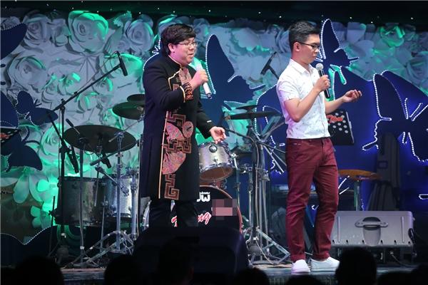 Gia Bảo và Minh Dựđã mang đến những tiếng cười trong chương trình với tiểu phẩm Tuyển chọn ca sĩ. - Tin sao Viet - Tin tuc sao Viet - Scandal sao Viet - Tin tuc cua Sao - Tin cua Sao
