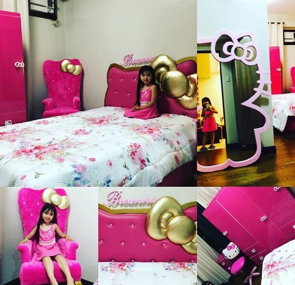 Cô bé đặc biệt yêu thích màu hồng và mèo Hello Kitty.