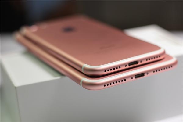 Cụm loa stereo của iPhone 7 vàiPhone 7 plus