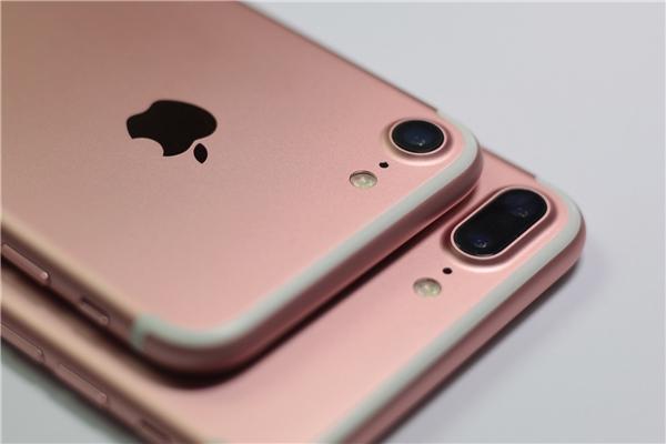 Cụm camera của cặp song sinh iPhone 7 vàiPhone 7 plus là những thứ mà người dùng quan tâm nhất hiện nay