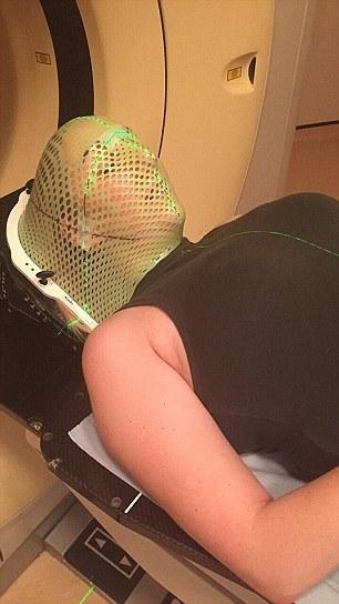 Anna dần quen với các đợt hóa trị đau đớn.