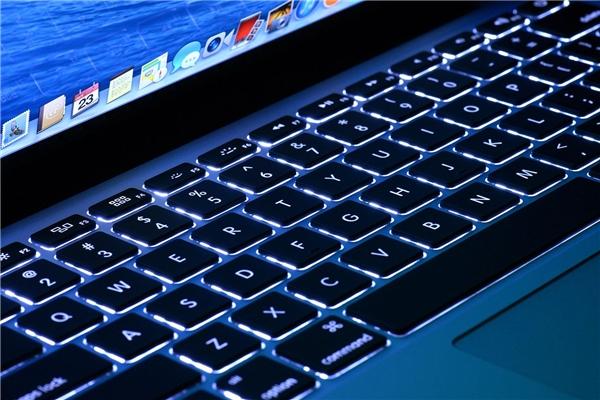 Bàn phím trên Macbook Pro 13 inch. (Ảnh: internet)