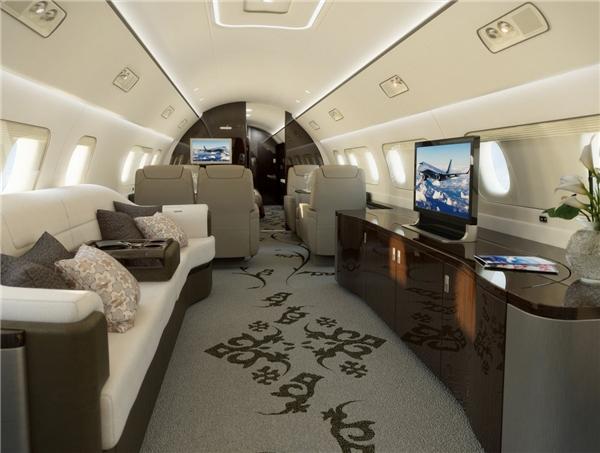 Còn chiếc Embraer Lineage 1000Elộng lẫy này lại có giá lên đến 53 triệu đô (khoảng 1,17 nghìn tỉ đồng).(Ảnh: Business Insider)