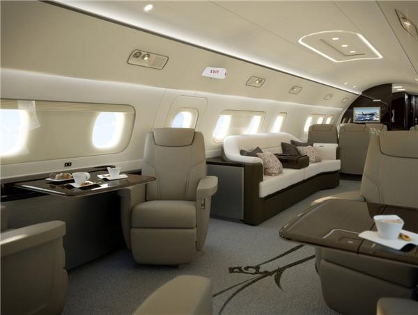 Toàn chiếc máy bay có 5 khoang lớn với những chiếc ghế dài hay ghế nệm êm ái và có cả TV.(Ảnh: Business Insider)