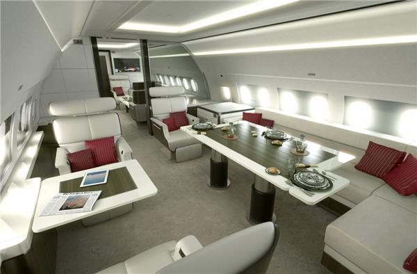 Airbus là một trong những hãng sản xuất máy bay dẫn đầu về nội thất của phi cơ riêng. Những chiếc phi cơ riêng của Airbus thường có giá dao động từ 72 – 110 triệu đô (khoảng từ 1,6 – 2,4 nghìn tỉ đồng), tùy thuộc vào kích cỡ. Đặc biệt là giá này chưa bao gồm nội thất bên trong cabin.(Ảnh: Business Insider)