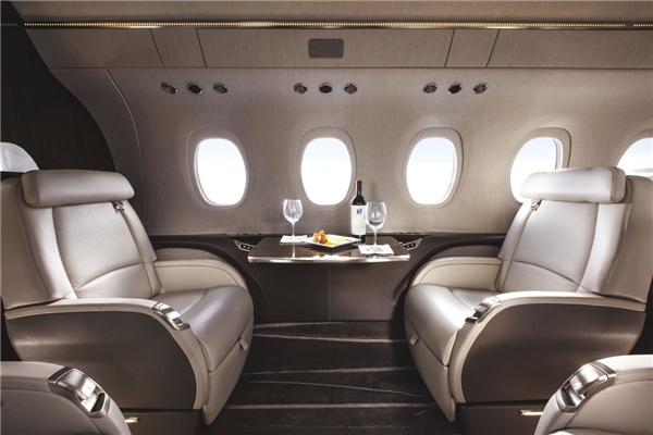 Chiếc phi cơ có tên Cessna Citation Longitude có sức chứa 12 người và tổng trị giá là 26 triệu đô (khoảng 577 tỉ đồng). (Ảnh: Business Insider)