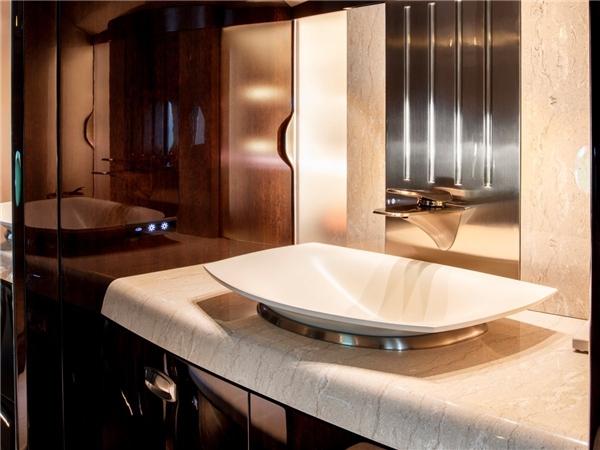 Ngoài ra còn có phòng tắm khá rộng rãi.(Ảnh: Business Insider)