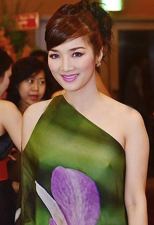 """Hoa hậu Thùy Dung hay Giáng My từng bị chỉ trích nặng nề khi diện trang phục mỏng manh và """"quên"""" nội y."""