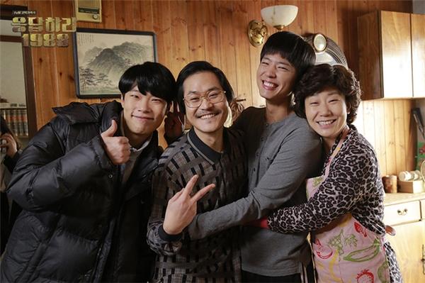 Nét từng trải nổi bật bên đàn em Ryu Jun Yeol (1986), Park Bo Gum (1993) và tiền bối Ra Mi Ran (1975)