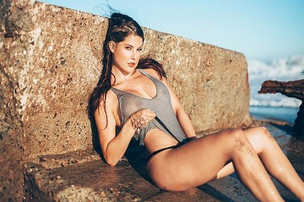 Amanda (25 tuổi) - siêu mẫu có tiếng, một trong những ngôi sao hot nhất trên Vine và Instagram với gần 3 tỷ lượt xem trên Vine và hơn 7,6 triệu người theo dõi trên Instagram.