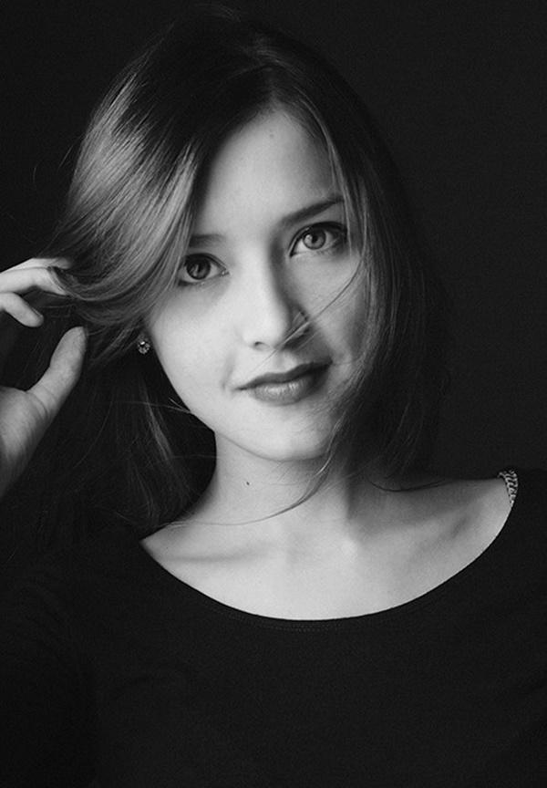 Ngẩn ngơ trước vẻ đẹp dịu dàng của cô gái mang một nửa dòng máu Việt