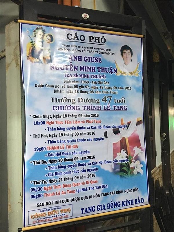 Cáo phó đãđược người thân treo trước nhà riêng của nam ca sĩ Minh Thuận. - Tin sao Viet - Tin tuc sao Viet - Scandal sao Viet - Tin tuc cua Sao - Tin cua Sao