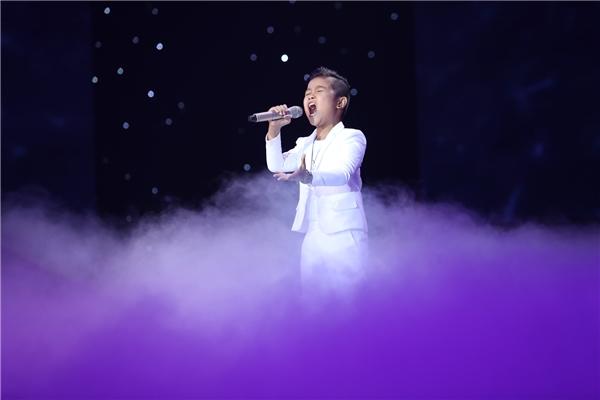 Đêm thi liveshow của đội Đông Nhi kết thúc với phần trình diễn của cậu bé Nhật Minh. - Tin sao Viet - Tin tuc sao Viet - Scandal sao Viet - Tin tuc cua Sao - Tin cua Sao