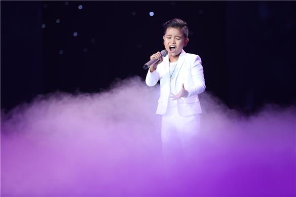 Thể hiện ca khúc Mẹ Tôi của nhạc sĩ Trần Tiến, Nhật Minh đã đưa khán giả đi qua nhiều cung bậc cảm xúc với những ca từ xúc động thể hiện tình yêu da diết. - Tin sao Viet - Tin tuc sao Viet - Scandal sao Viet - Tin tuc cua Sao - Tin cua Sao