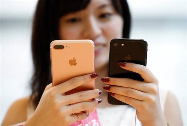Ngay từ thời điểm hiện tại, người ta đã bắt đầu đồn đoán về iPhone 8. Ảnh:Reuters.
