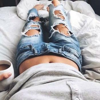Trên thế giới, các tín đồ thời trang đang lăng xê tích cực những item này từ chiếc áo phông cho đến quần short, quần jeans.