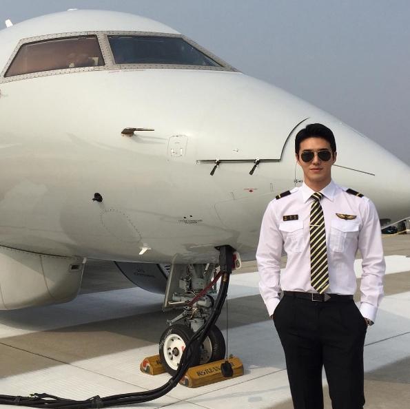 Anh khiến người hâm mộ bất ngờ khi tiết lộ mình vừa hoàn thành giấc mơ trở thành phi công.