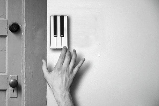 12. Kiểu gì cũng mất công bấm và đợi, lắp luôn kiểu chuông piano cho khách đến chơi gọi chủ nhà bằng âm nhạc vậy.