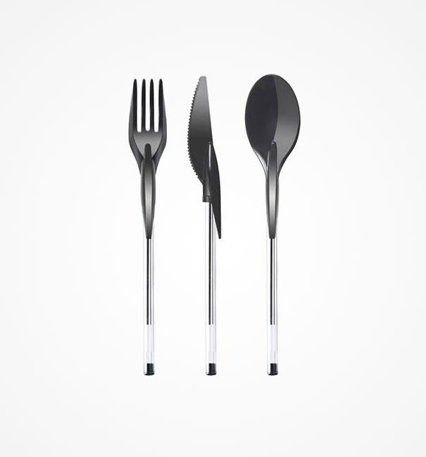 20. Đôi khi việc quên mang thìa khiến bữa ăn chúng ta mất ngon. Vậy thì chỉ cần mang theo những đầu nắp hình thìa, nĩa, dao này vào bạn sẽ hô biến chiếc bút thành một chiếc thìa hay nĩa thực sự đấy.