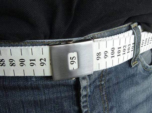 21. Lợi ích của chiếc thắt lưng có sẵn số đo này chắc là để nhắc nhở những người béo không được ăn uống bừa bãi và kiểm soát số đo của mình hằng ngày.