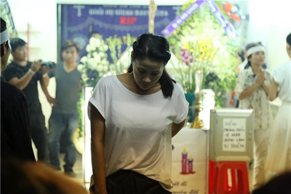 Không kịp nhìn mặt Minh Thuận, Phương Thanh lặng lẽ gửi vòng hoa - Tin sao Viet - Tin tuc sao Viet - Scandal sao Viet - Tin tuc cua Sao - Tin cua Sao