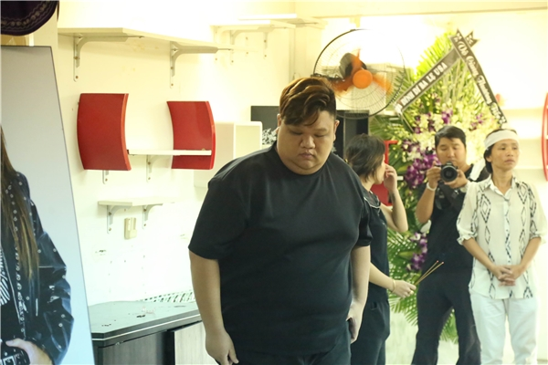 Vương Khang ngậm ngùi đến chia tay đàn anh Minh Thuận. - Tin sao Viet - Tin tuc sao Viet - Scandal sao Viet - Tin tuc cua Sao - Tin cua Sao