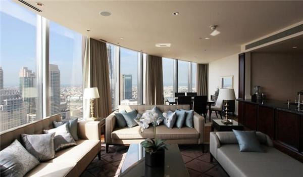 4. Căn penthouse 5 phòng ngủ ở tòa nhà Burj Khalifa, giá 27,7 triệu USD: Đây là căn hộ penthouse lớn nhất được xây dựng ở Dubai cung cấp tầm nhìn đẹp ra toàn thành phố.