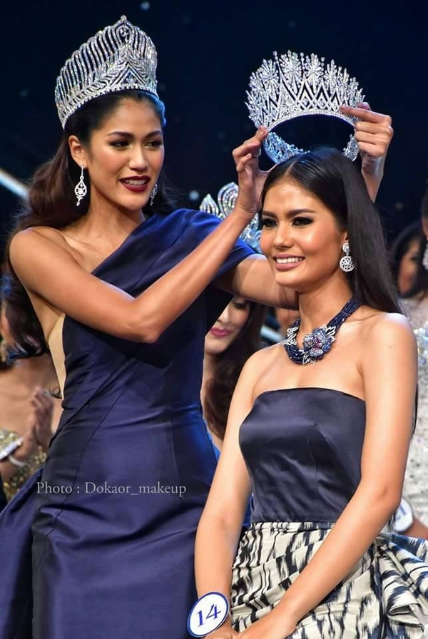 Chiếc vương miện sắc đẹp của Thái Lan cũng hoành tráng và to tương đồng với sự quan tâm của người dân dành cho các cuộc thi nhan sắc ở nước này.